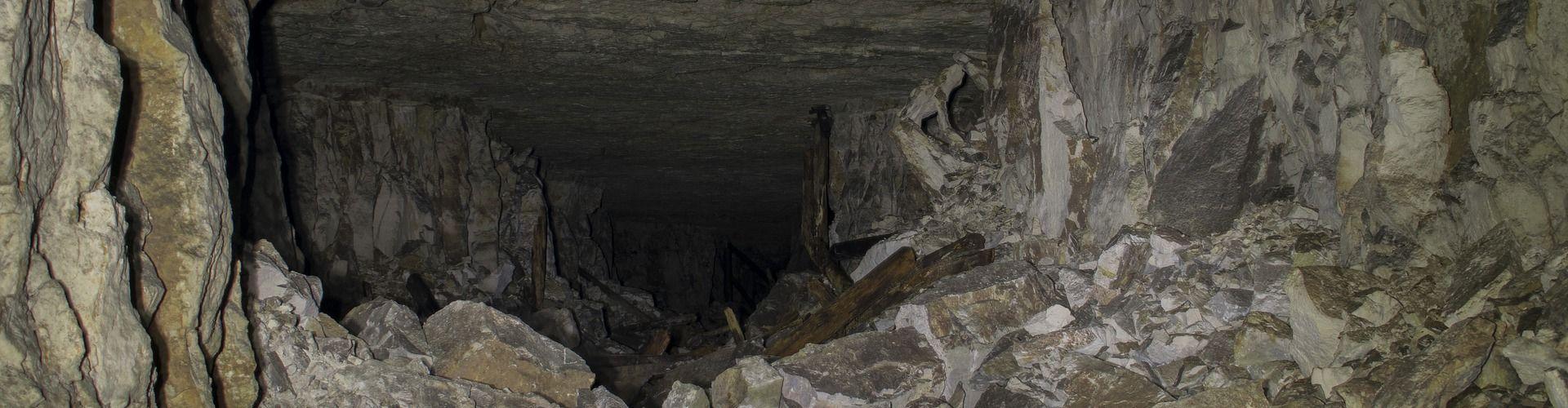 cave-1880282_1920cropo